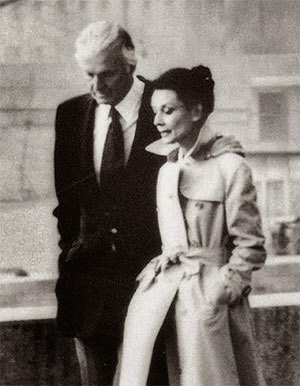 audrey-hepburn-givenchy-trench
