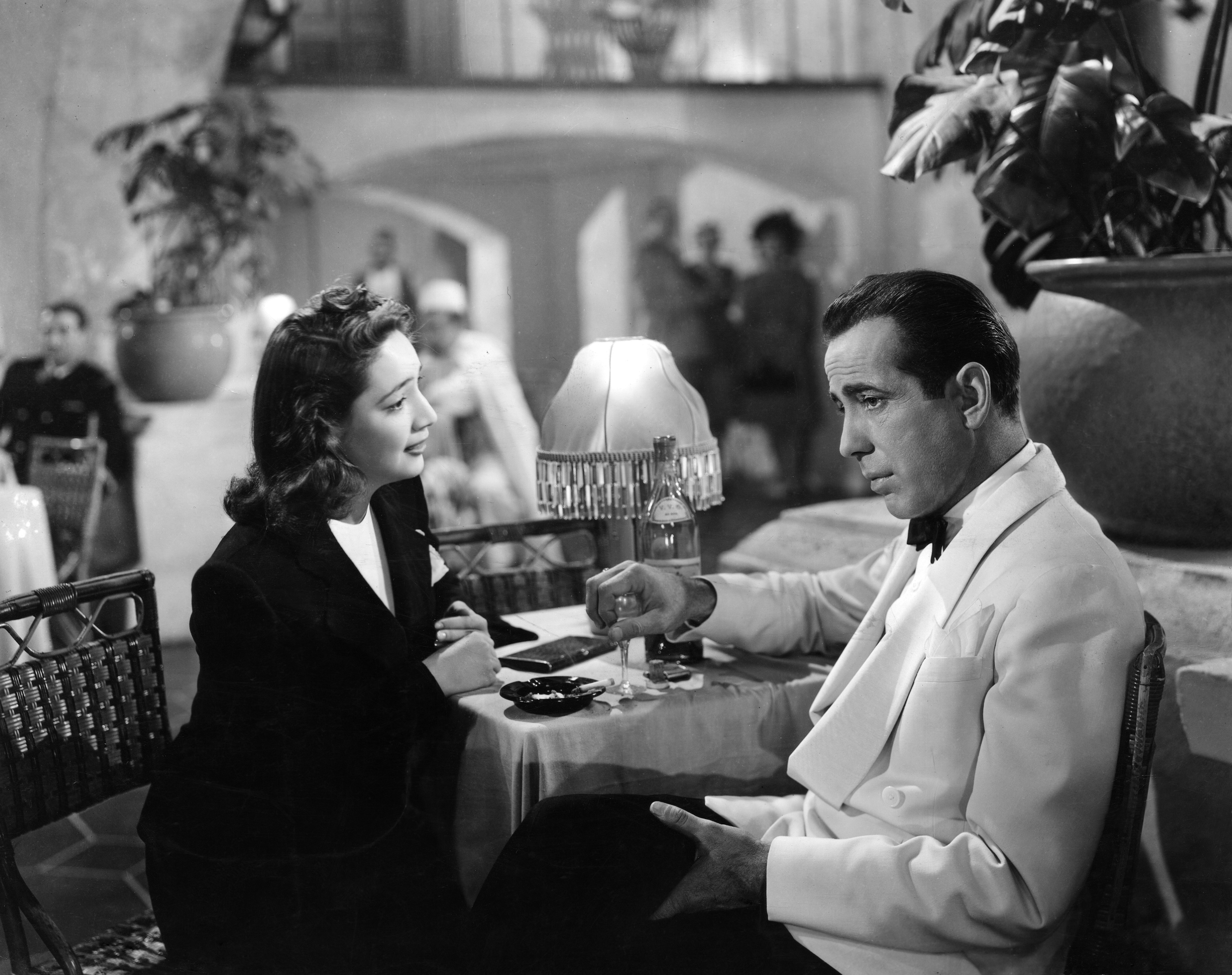an analysis of the technical aspects of a scene in the movie casablanca A thematic analysis of alfred hitchcock's psycho, free study guides and book notes including comprehensive chapter analysis, complete summary analysis, author biography information, character profiles, theme analysis, metaphor analysis, and top ten quotes on classic literature.