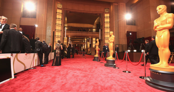 SILVER SCREEN'S RED CARPET GLAMOROUS GOWN AWARD
